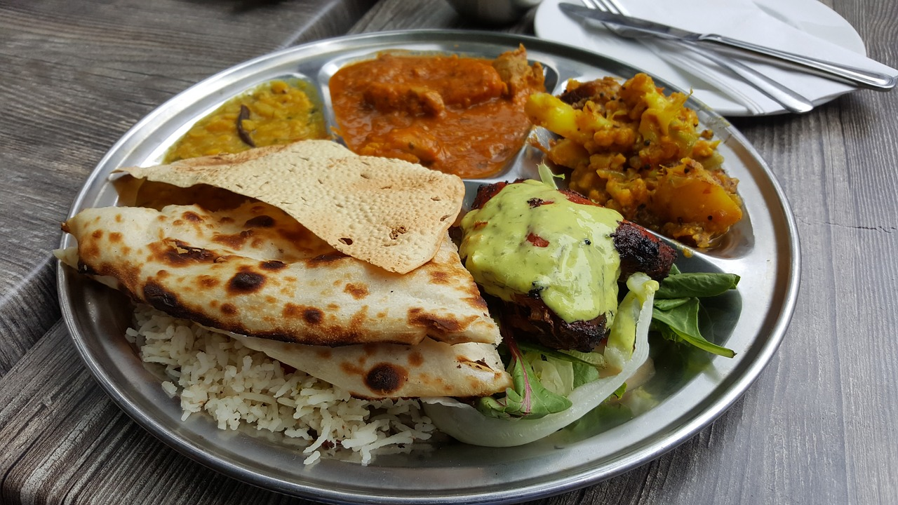 Odmiana flagowej potrawy Indian food - curry zkurczakiem zryżem iplackiem indyjskim